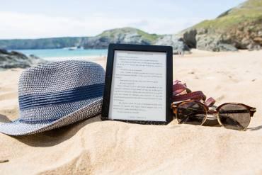 Sotto all'ombrellone, non dimenticare un buon e-book